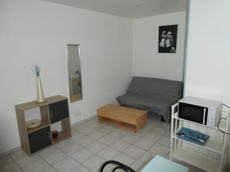 A  LOUER  ST  POL  DE  LEON  CENTRE  VILLE STUDIO  MEUBLE  19.92 m2