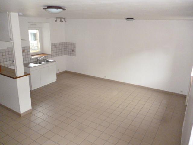 A  LOUER  CLEDER  BOURG  Appartement  4 pièces  72.91 m²
