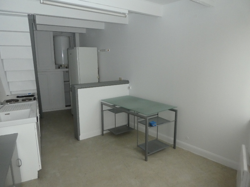 A  LOUER  PLOUVORN  BOURG  APPARTEMENT DUPLEX  T2  - 20 m²