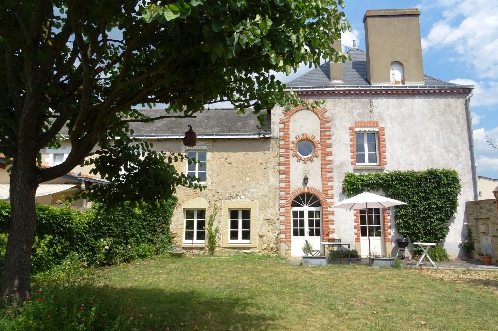 MAISON ANCIENNE BELLEVIGNE EN LAYON VISITE VIRTUELLE DISPONIBLE