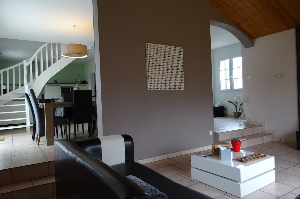 Maison La Tourlandry 7 pièce(s) 140 m2