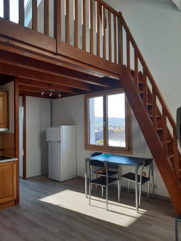 Petit T2 MEUBLE en duplex  - 33 m² - POISY / Annecy+ 2 parking + gd cave  / buanderie