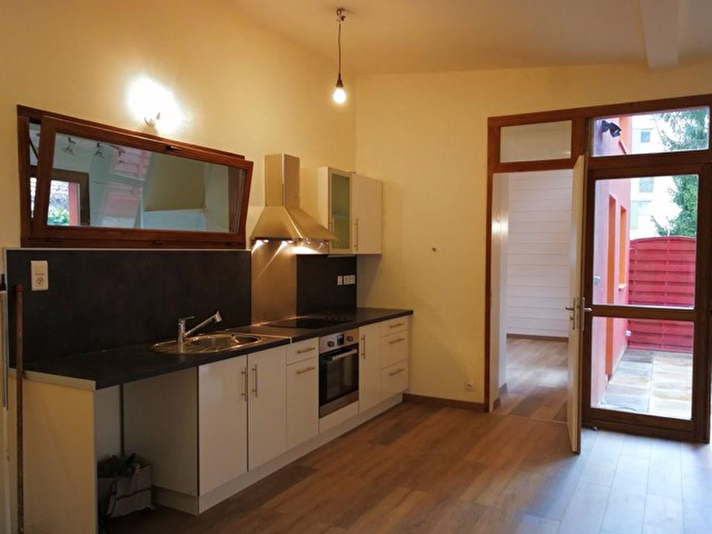 Appartement rdc / petite Maison : Annecy 3 chambres 86 m2 terrasse 16m2 +  2 parking