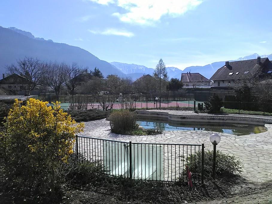 Superbe T4 en rez de jardin avec 2 garages, terrasse, jardin,  Piscine