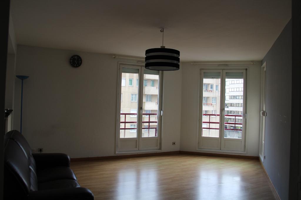 Appartement Montigny Le Bretonneux      2 pièce(s) 50 m2 meublé