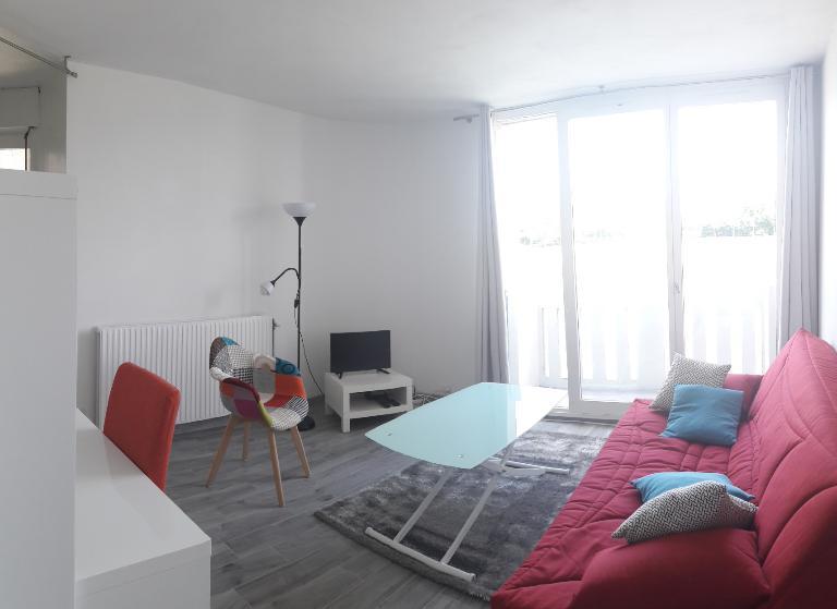 APPARTEMENT MONTIGNY LE BRETONNEUX - 1 pièce 27 m²
