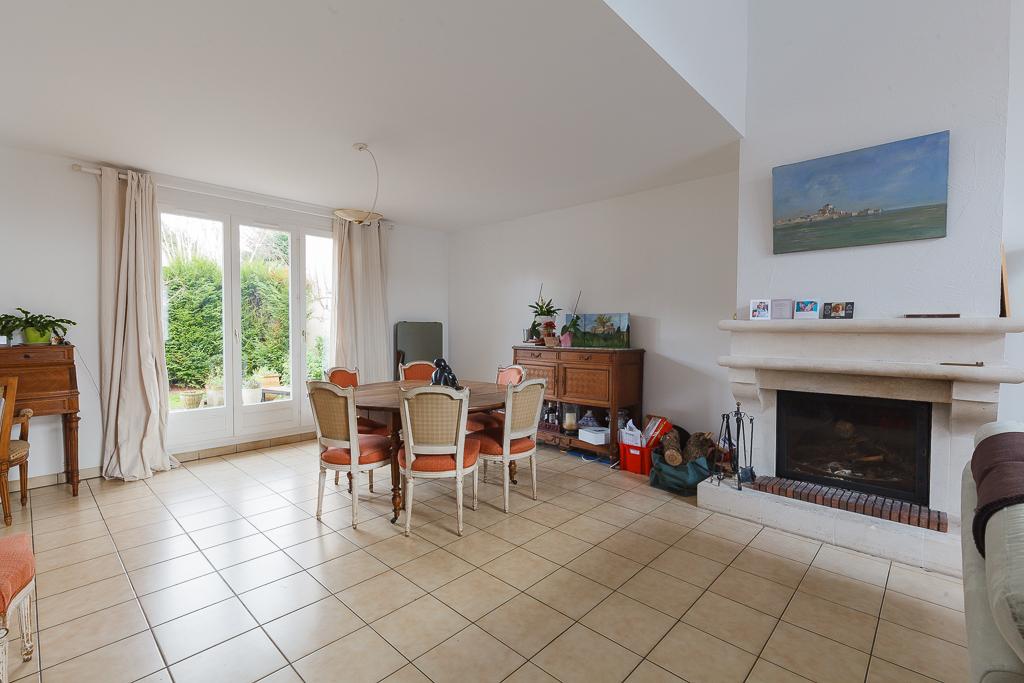 Maison Voisins Le Bretonneux 7 pièce(s) 160 m2