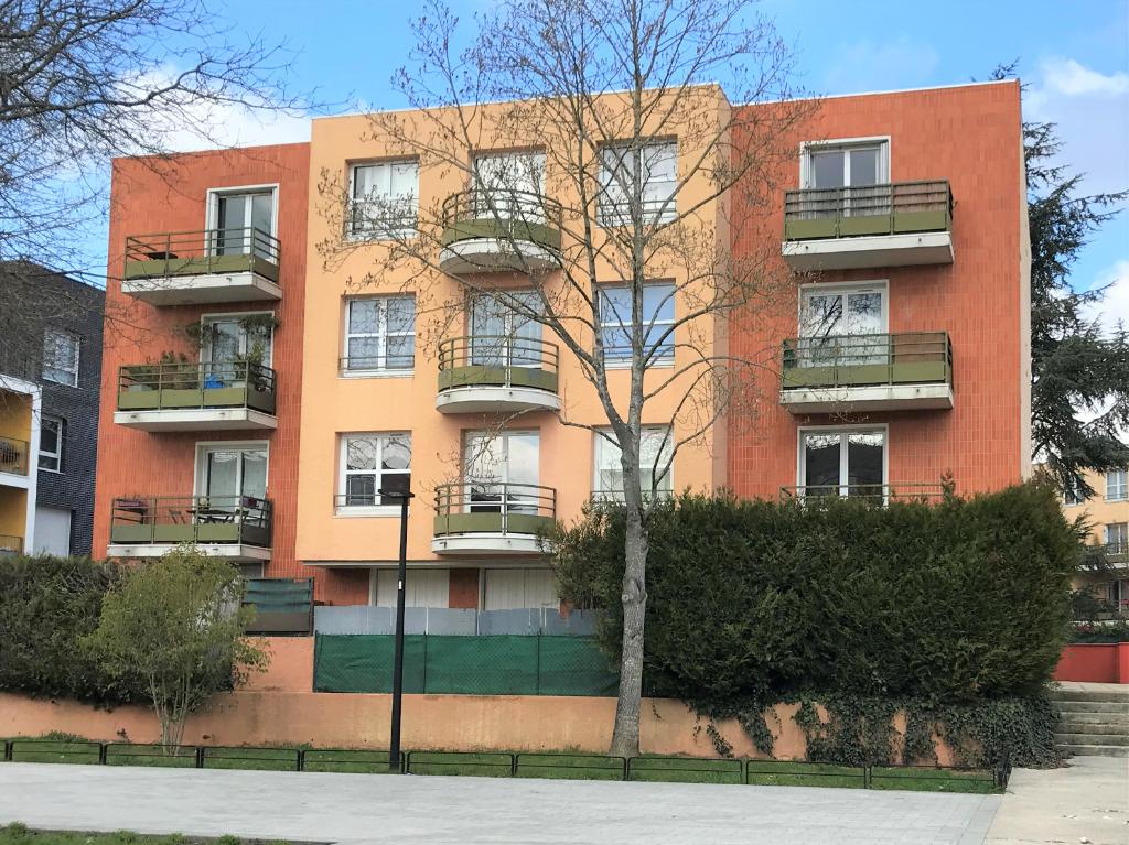 Appartement Guyancourt          3 pièce(s) 66.77 m2
