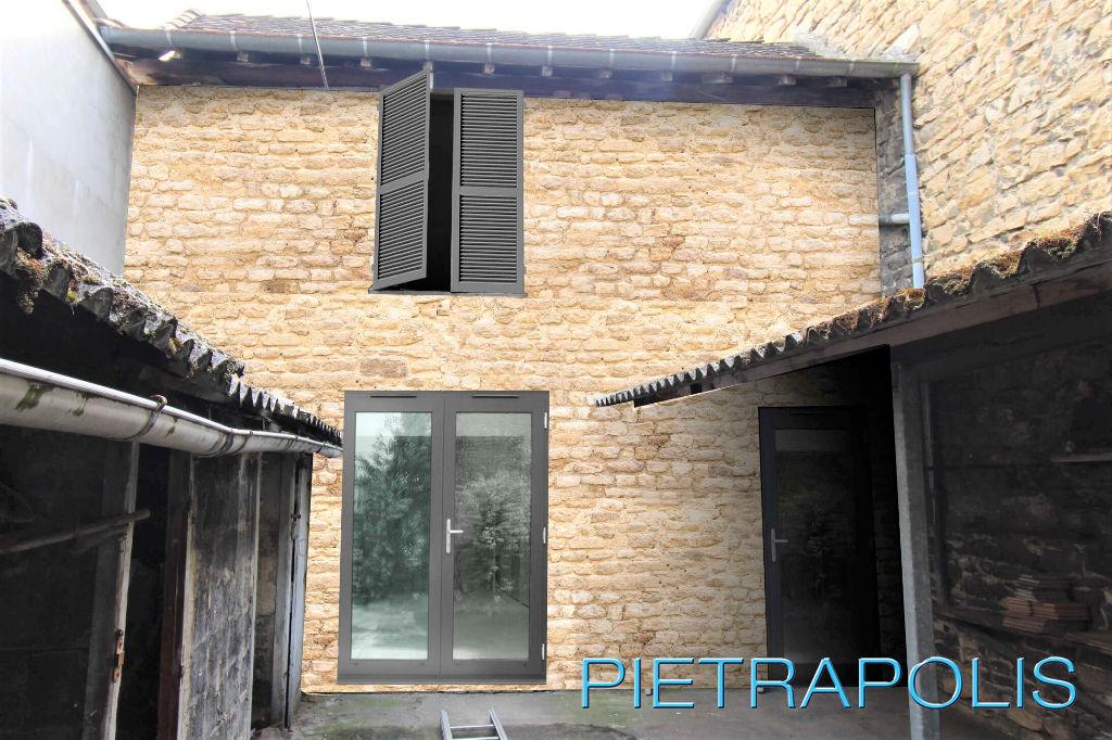 Duplex centre Bourgoin Jallieu T3  de 50 m2 avec cour de 50m²