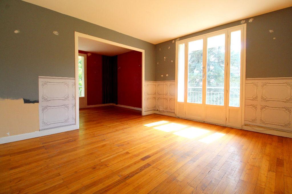Dernier étage avec balcon, cave et garage