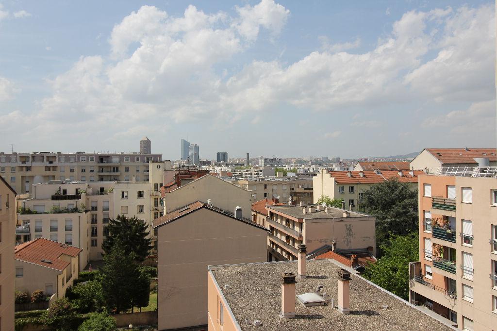 LYON VILLEURBANNE Appartement  T3 de 79 m2 au dernier étage