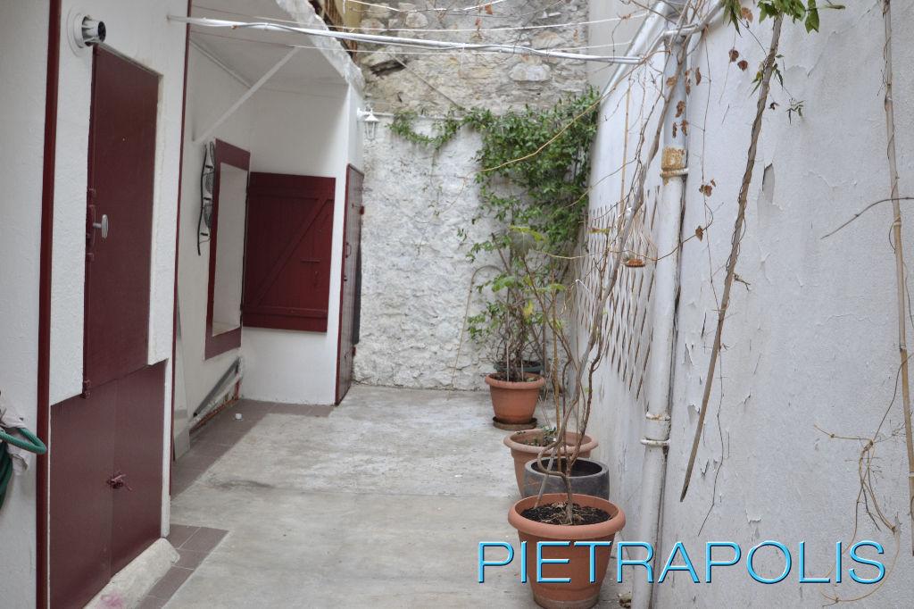 SETE:  Appartement 52 m² env. avec cour