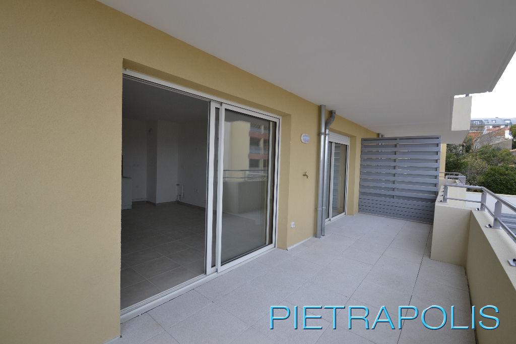 SETE: appartement T3 56.64 m²  terrasse 14.76 m².