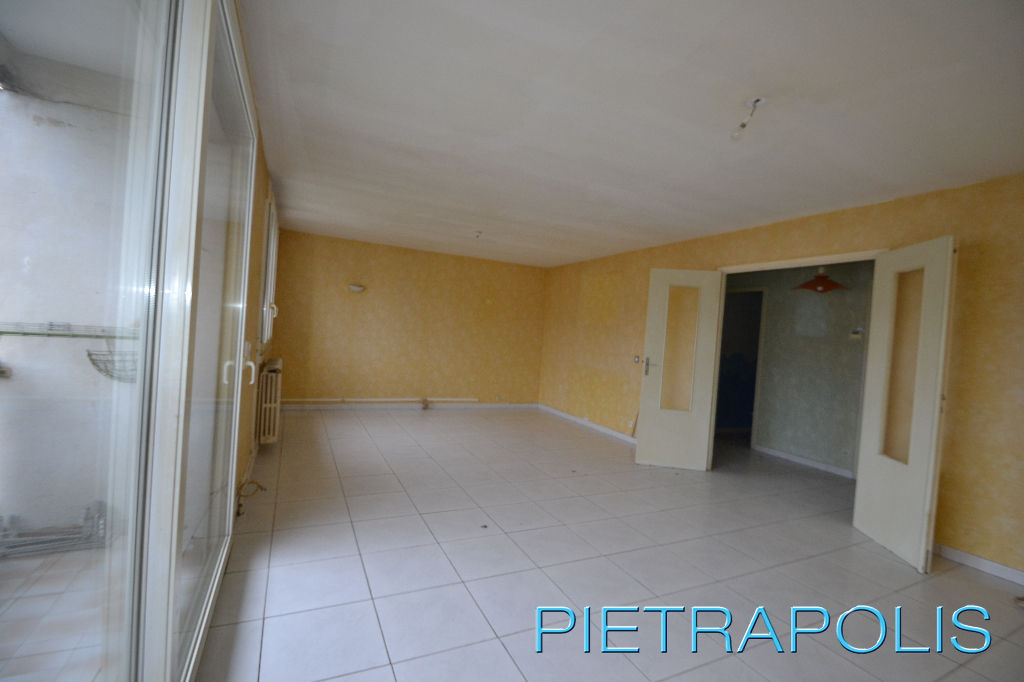SETE: appartement 100 m² env. traversant.