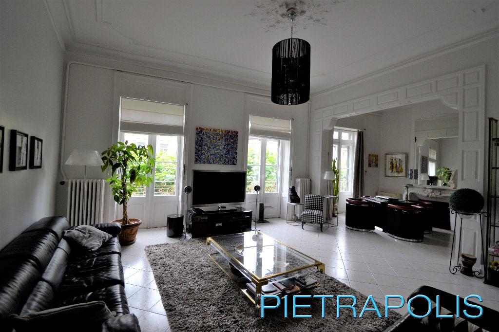 SETE: Appartement haussmannien 220 m² env.